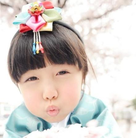 6岁的香港广告儿童模特杨铠凝今年书展推出卖萌写真