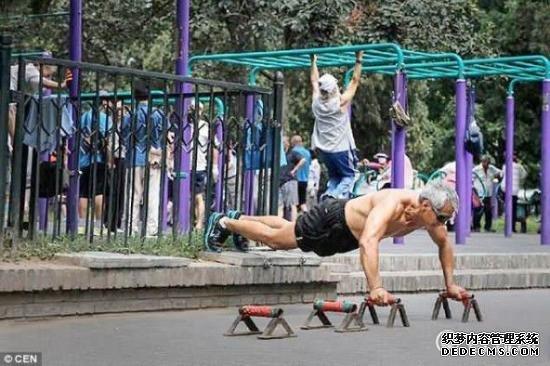 今日头条新闻这是锻炼身体还是玩杂耍