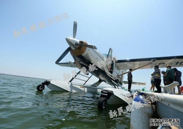 今日头条新闻沪金山水上飞机试飞撞桥