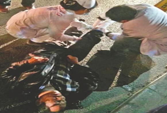 热门|醉卧街头被碾断腿 现场血肉模糊太耸人